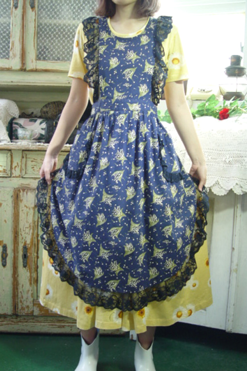 so beautiful vintage apron