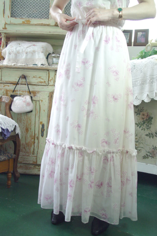 Vintage Story in......gorgeous romantic dress (USA)