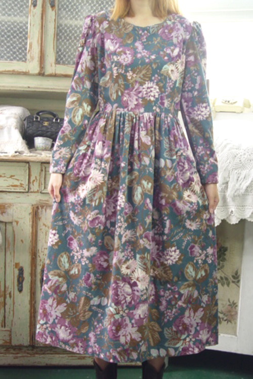 fantastic gorgeous vintage laura dress