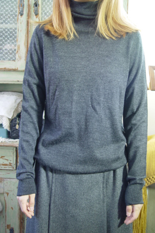 dark gray  pullover wool knit