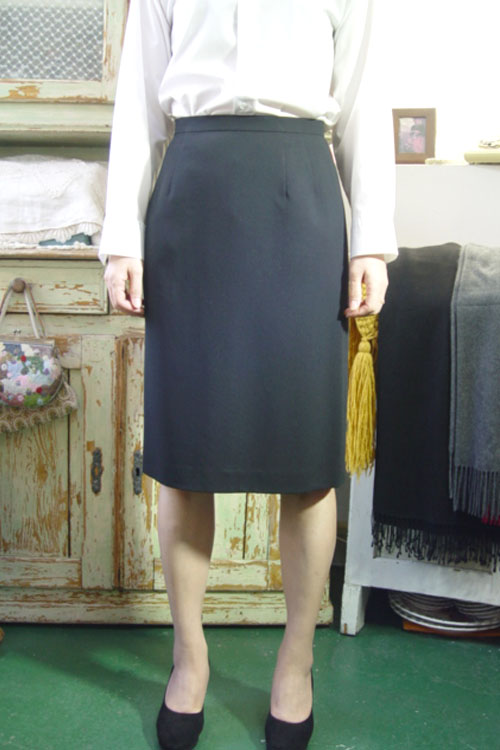 Aquascutum wool black SKIRT (london)