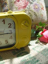 vintage  mustard  table clock