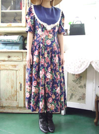 I like  it....vintage antique  floral dress (USA)