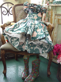 BAby... Antique  green floral  dress   (USA)
