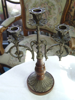 In the movie... antique bronze candle holder  Ⅱ (USA)
