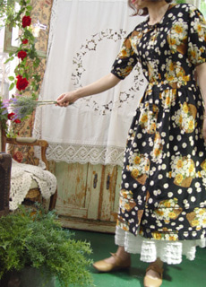 Romantic story in summer .. daisy floral black