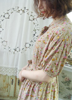 HOT summer day... cool vintage dress (PINK HOUSE )