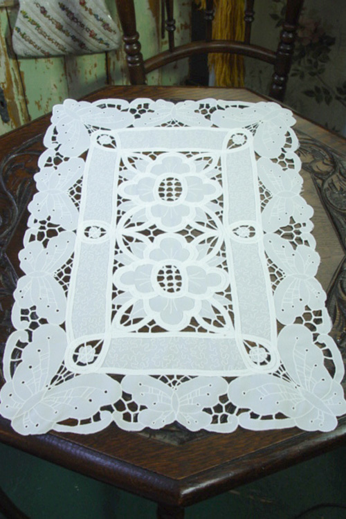 vintage lace romantic runner